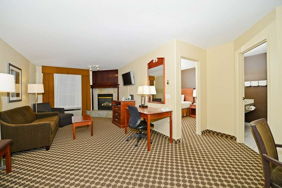 Best Western Strathmore Inn - Suite
