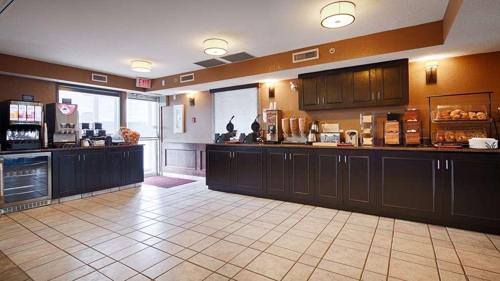 Best Western Strathmore Inn - Prima colazione a buffet