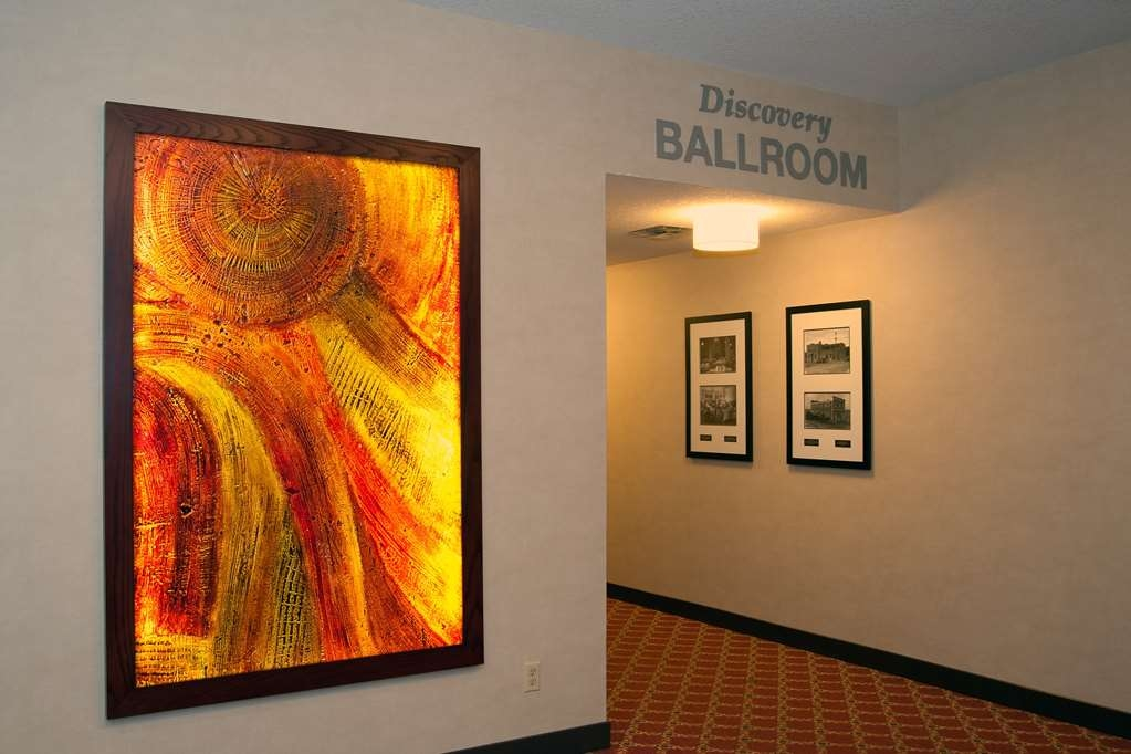 Best Western Premier Denham Inn & Suites - Enter our Discovery Ballroom
