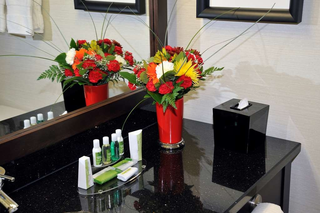 Best Western Premier Denham Inn & Suites - Superior Toiletries
