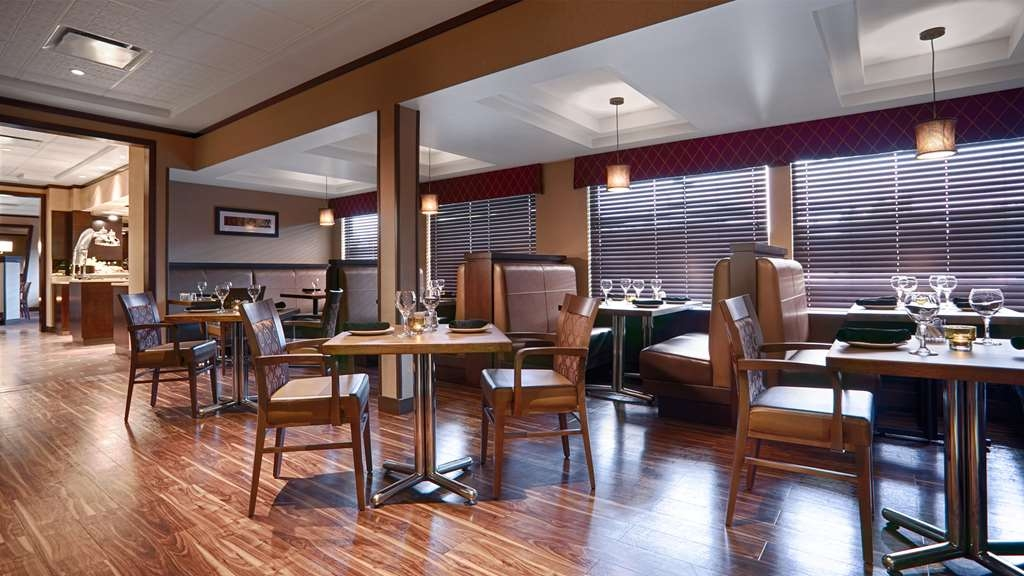 Best Western Premier Denham Inn & Suites - Enjoy a relaxing evening in O'Brians Restaurant & Grill...where family & friends gather.