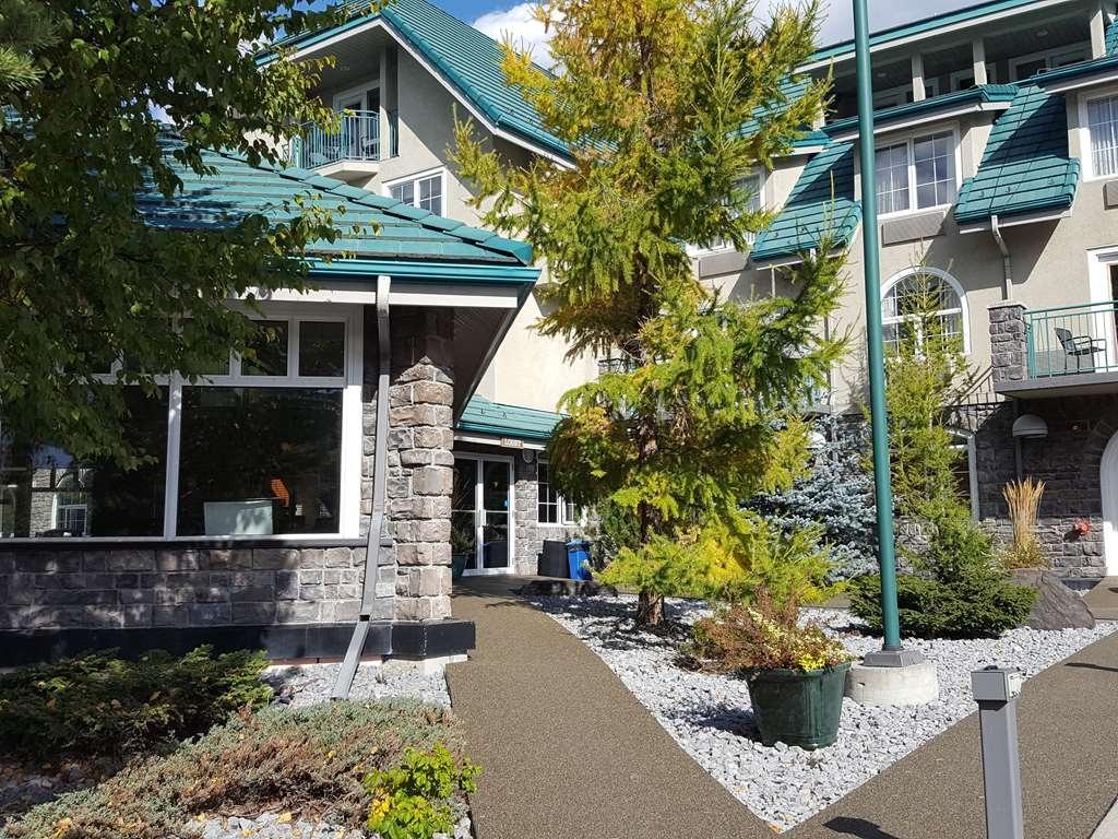 Best Western Pocaterra Inn - North Pool Exterior