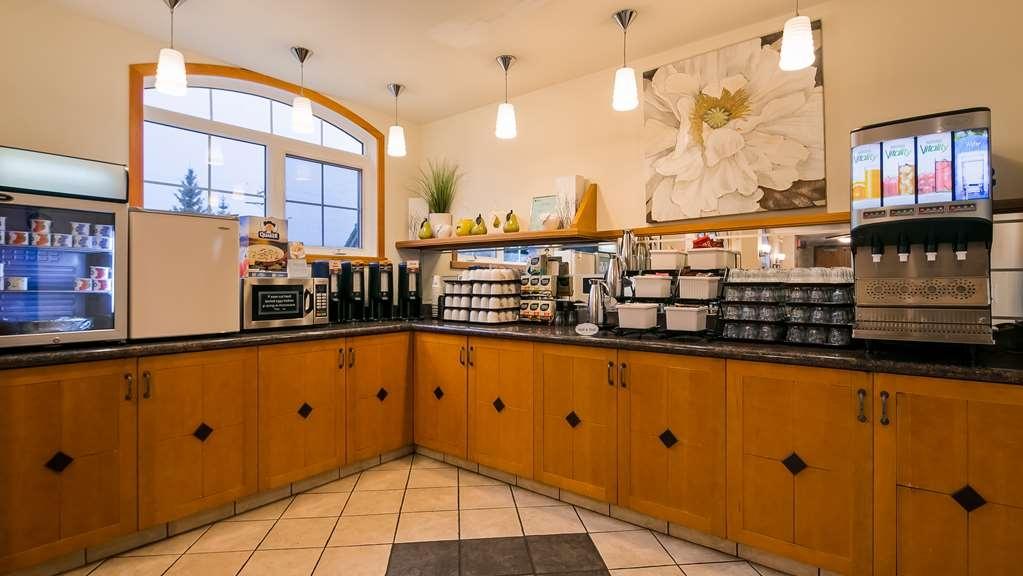 Best Western Pocaterra Inn - Breakfast Bar