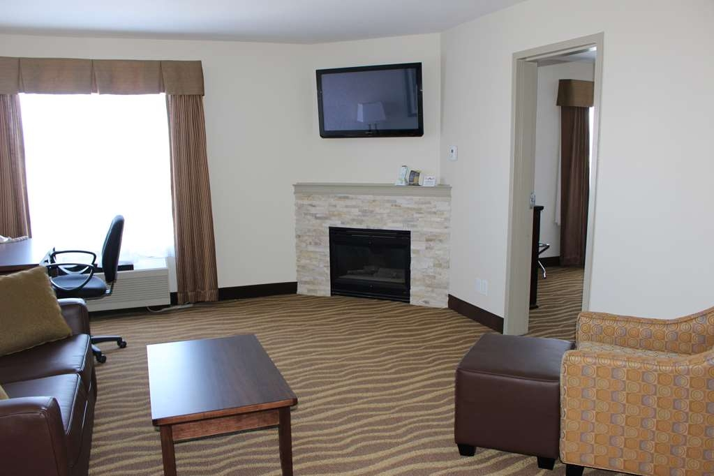 Best Western High Road Inn - King Suite With Fireplace