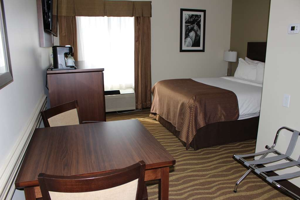 Best Western High Road Inn - Mini Suite, One Queen Size Bed, Microwave & Refrigerator with Smaller Sitting Area