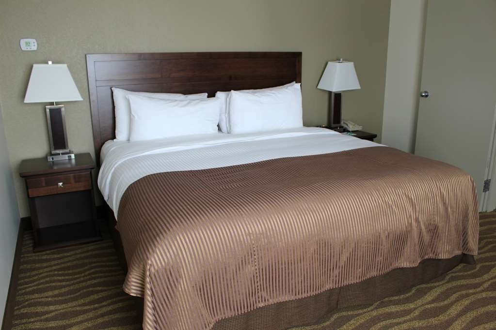 Best Western High Road Inn - Deluxe Suite with King Bed