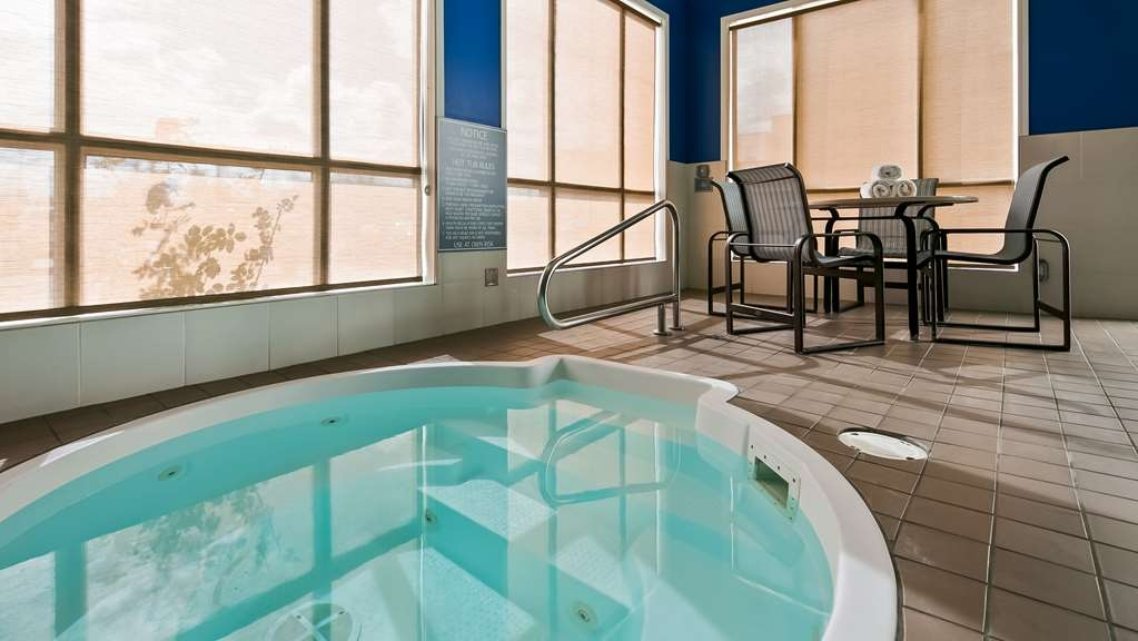 Best Western High Road Inn - Hot Tub