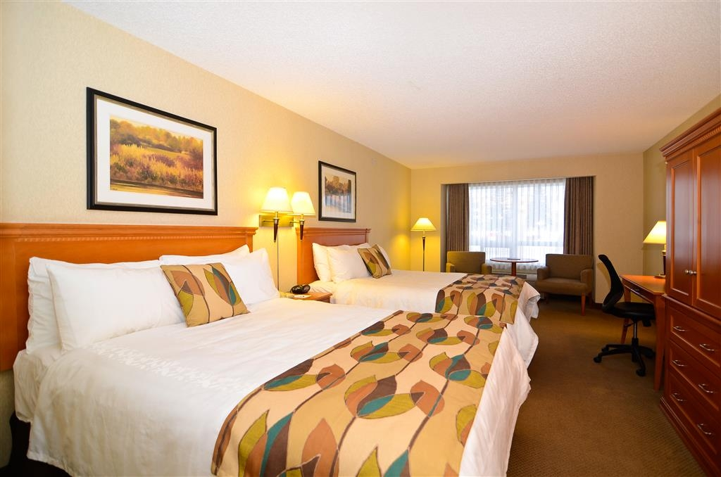 Best Western Plus Calgary Centre Inn - Bring your whole family along to stay in our comfortable two queen guest room!