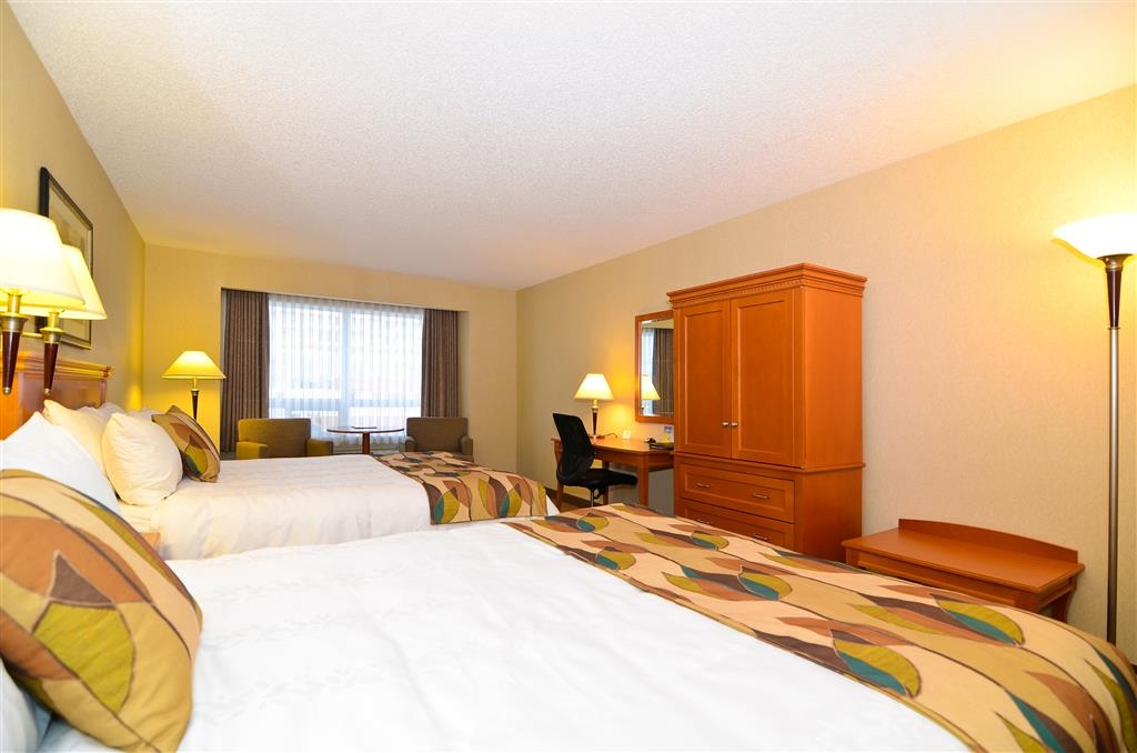 Best Western Plus Calgary Centre Inn - Touring the city with a close friend? Book our convenient, two queen guest room.