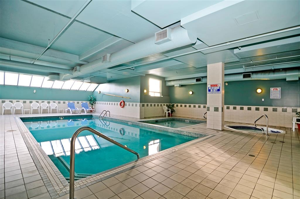 Best Western Plus Calgary Centre Inn - Our indoor pool is the perfect place to rejuvenate after a day of exploring the local area.