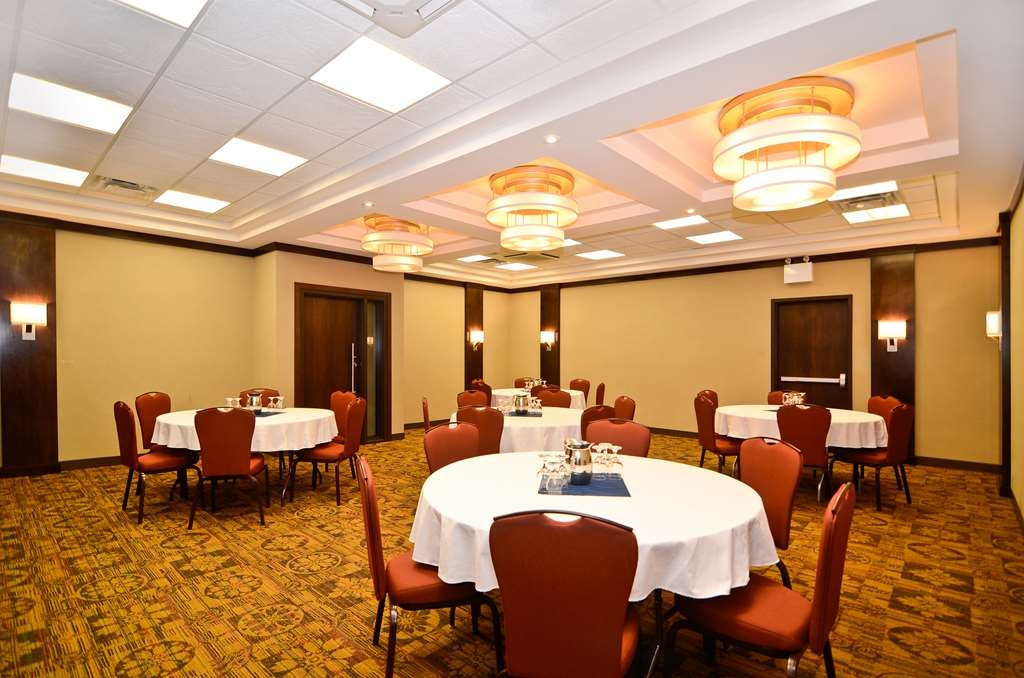 Best Western Wayside Inn - The Spatinow Room is perfect for a small function or meeting up to 50 guests.