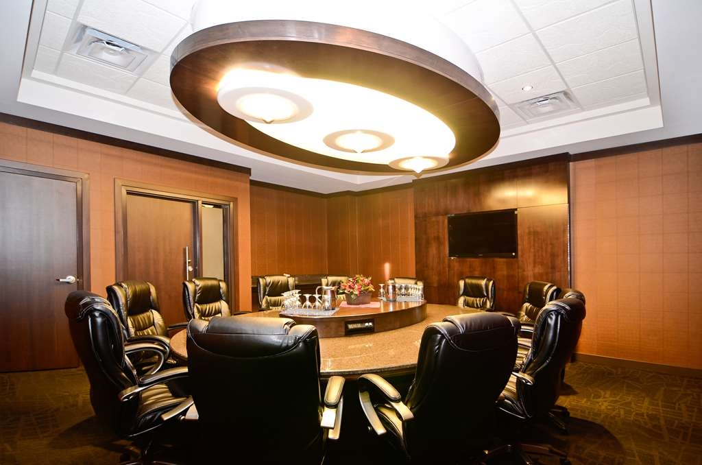 Best Western Wayside Inn - The Denham Boardroom offers integrated audio visual connections, a granite boardroom table and leather executive chairs.