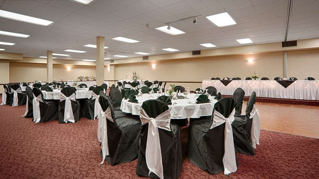Best Western Wayside Inn - Centennial Rooms A & B offer a sophisticated atmosphere for any wedding or celebration.