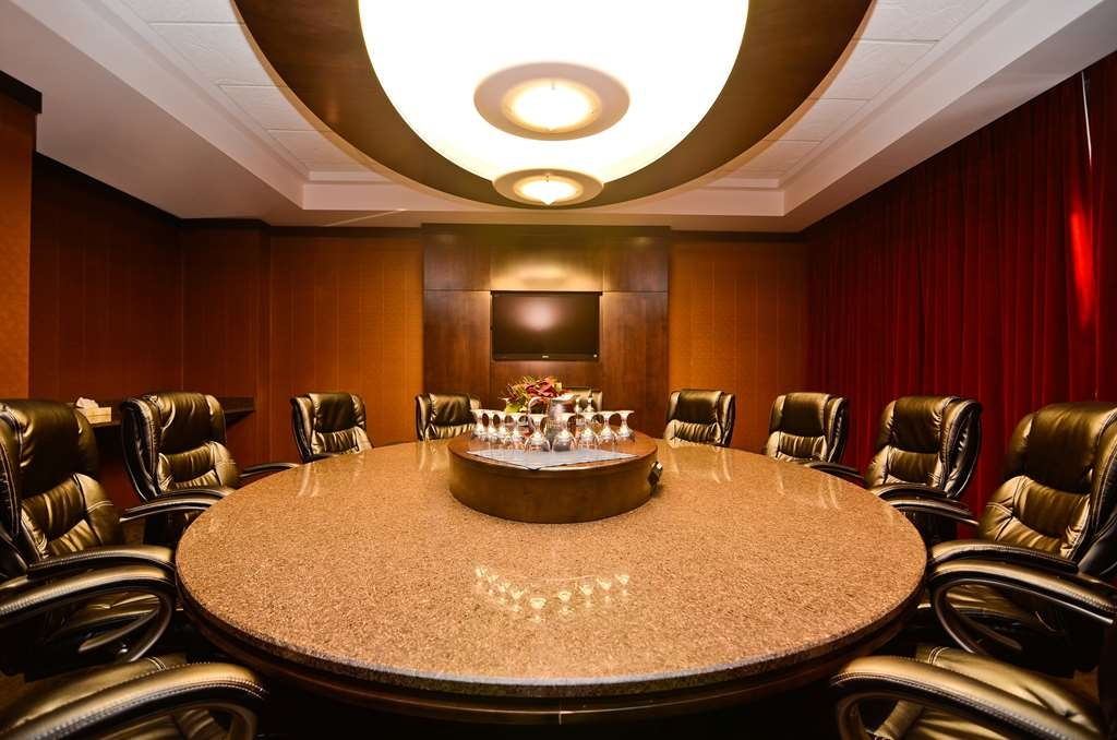 Best Western Wayside Inn - The Denham Boardroom seats 14 guests in a luxurious setting.