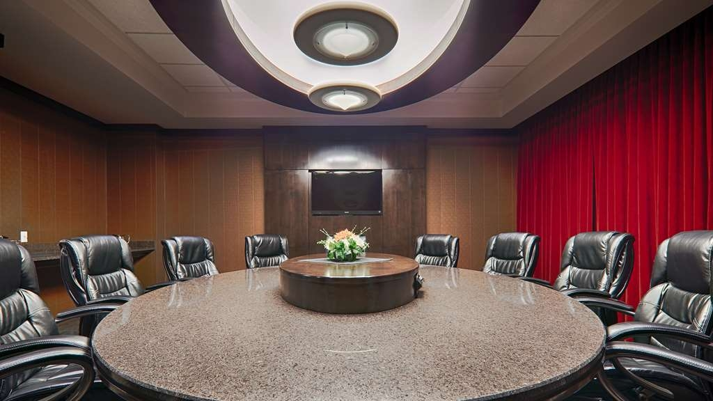 Best Western Wayside Inn - Impress your clients in our luxurious Denham Boardroom.