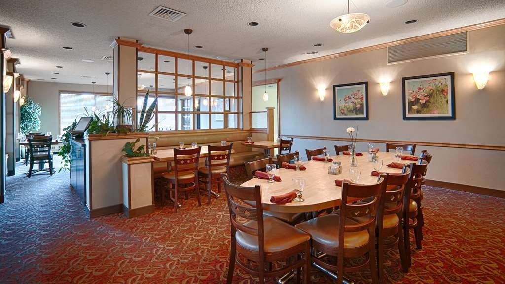 Best Western Wayside Inn - O'Brian's Restaurant offers delicious buffets Monday to Friday 11:30 to 1:30!