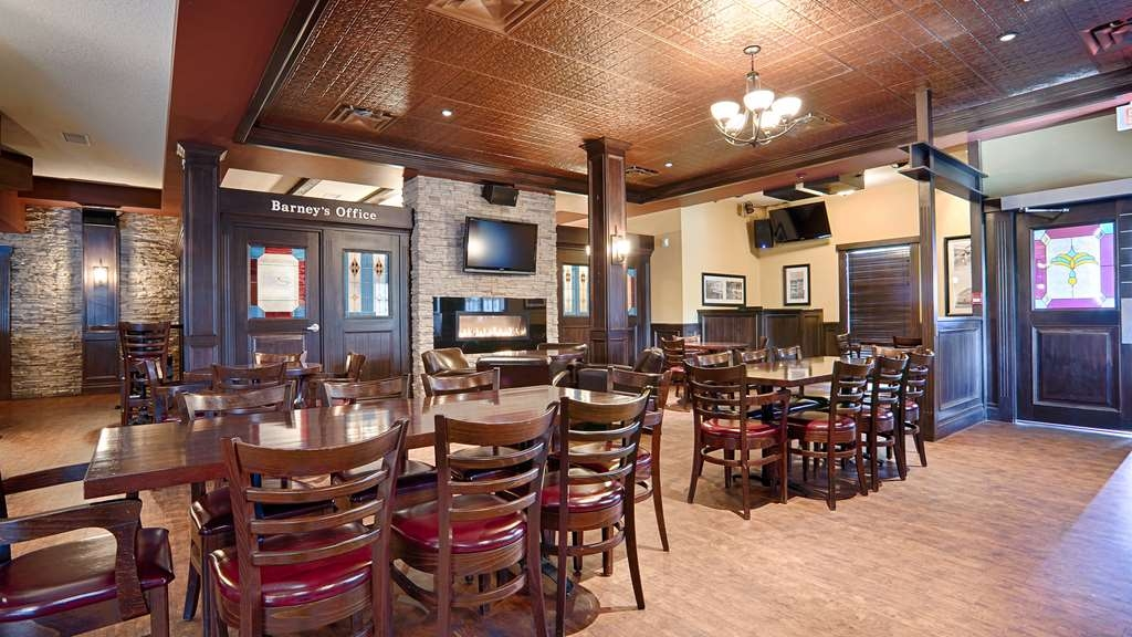 Best Western Wayside Inn - Barney's Pub & Grill offers a great night out while at the hotel.