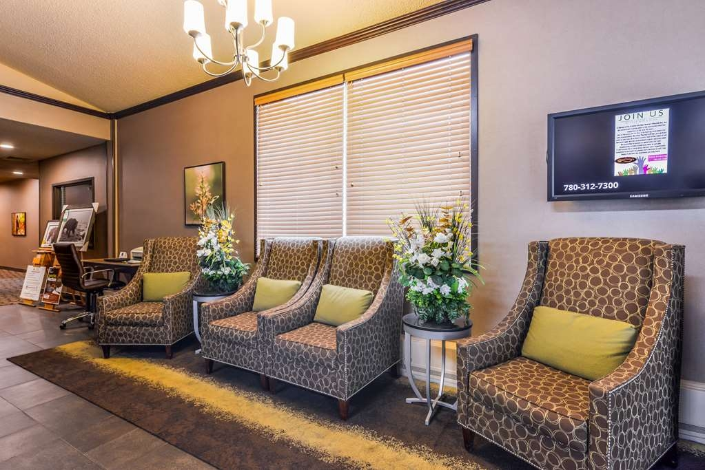 Best Western Wayside Inn - Relax in our lobby seating area.