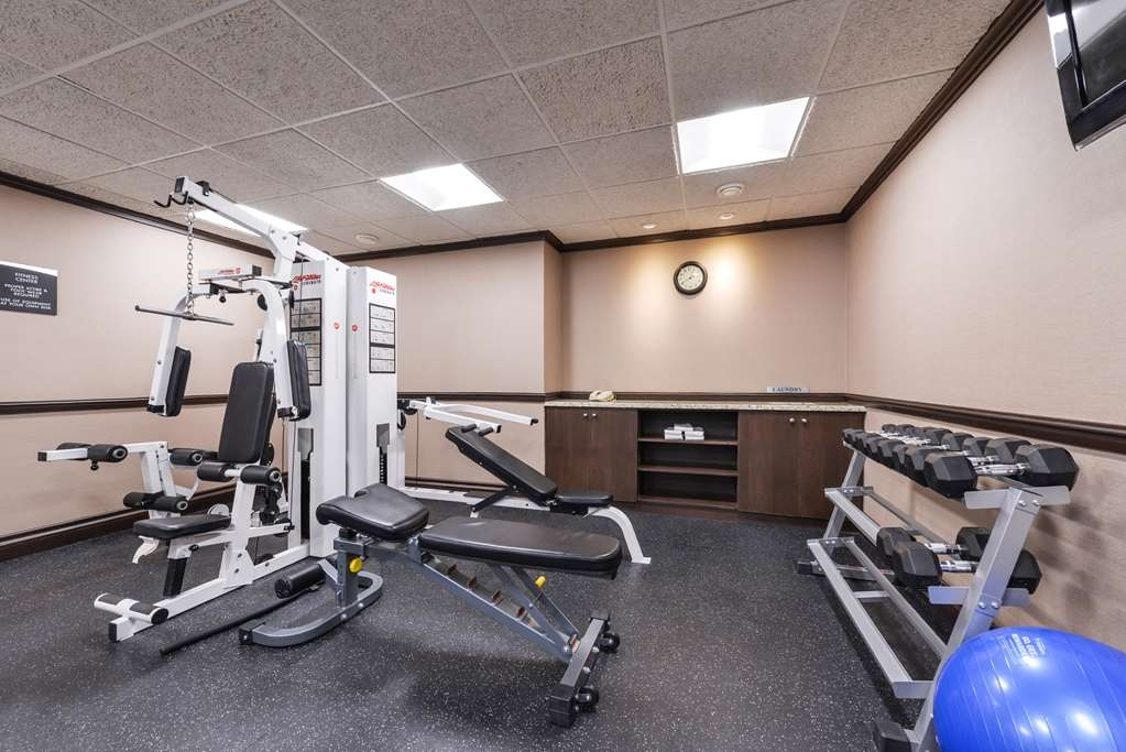 Best Western Wayside Inn - Our fitness center offers TV while you workout.