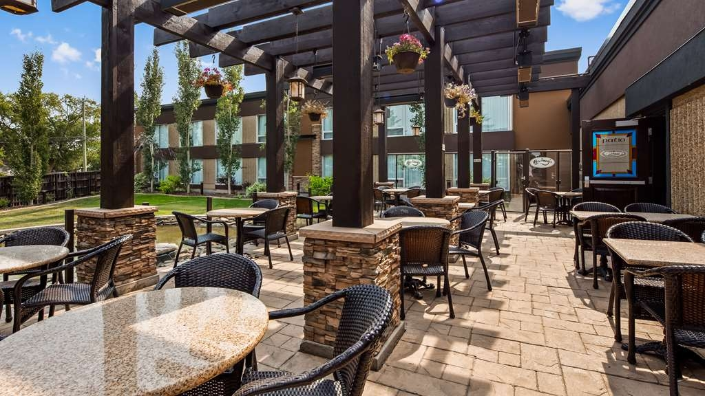 Best Western Wayside Inn - Enjoy a cool beverage or casual lunch on our Patio located off Barney's Pub & Grill