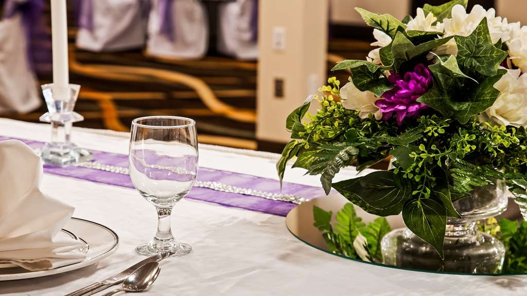 Best Western Wayside Inn - We offer full service packages in our beautiful banquet and meeting rooms.