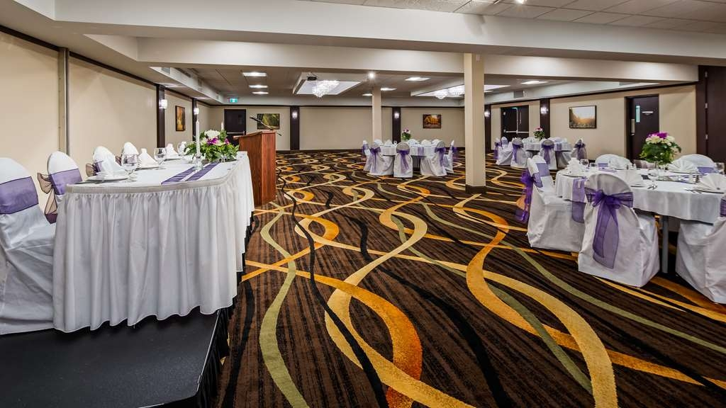 Best Western Wayside Inn - From 2 to 200, we can handle handle your meeting and banquet needs with our modern meeting rooms and professional service.