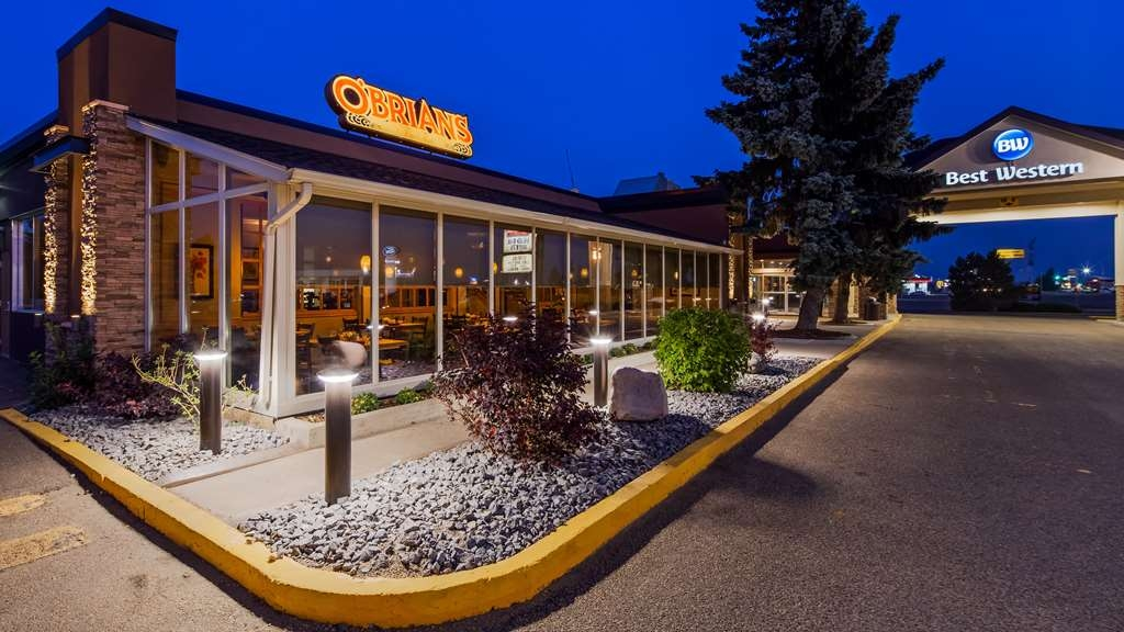 Best Western Wayside Inn - Our hotel grounds feature beautiful landscaping both day and night