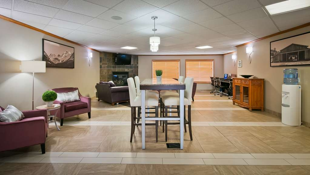 Best Western Grande Prairie Hotel & Suites - Our lobby is the perfect spot to relax after a long day of work and travel.
