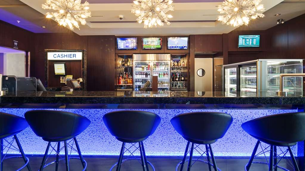 Best Western Cold Lake Inn - Bar / Lounge