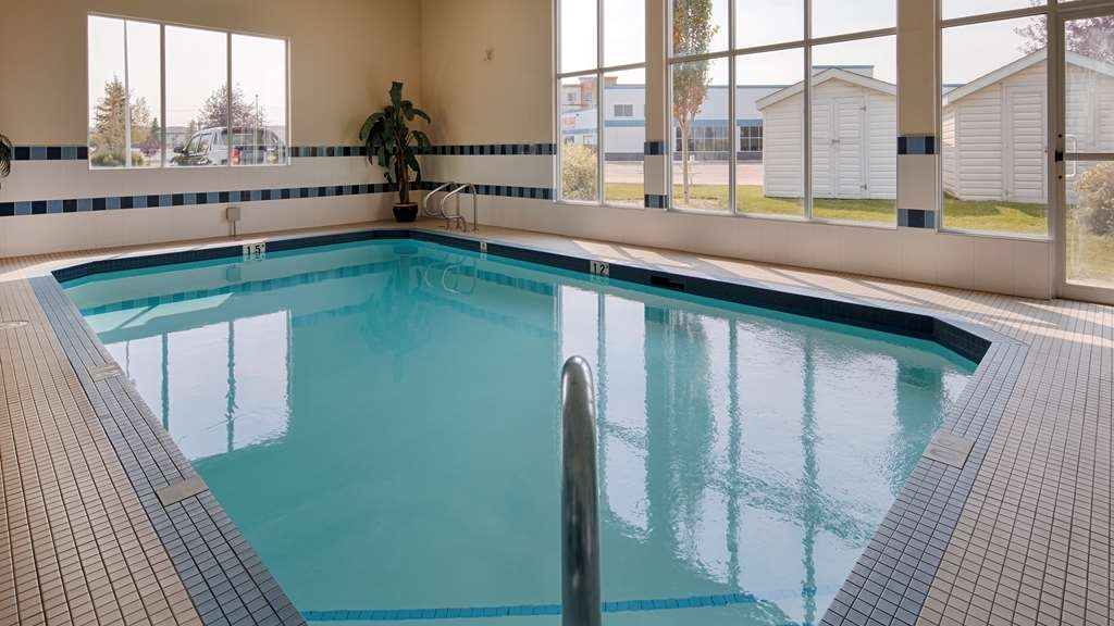 Best Western Plus Red Deer Inn & Suites - Indoor Swimming Pool