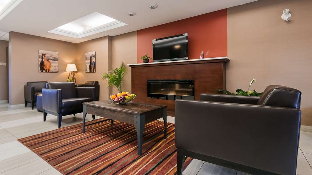 Best Western Plus Red Deer Inn & Suites - Hotel Lobby