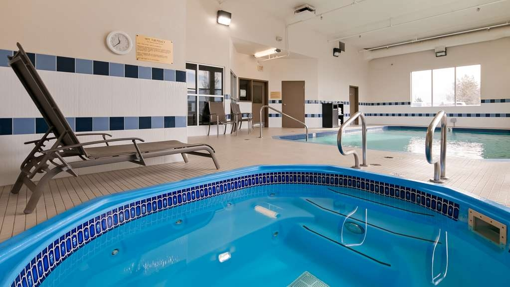 Best Western Plus Red Deer Inn & Suites - Indoor Hot Tub