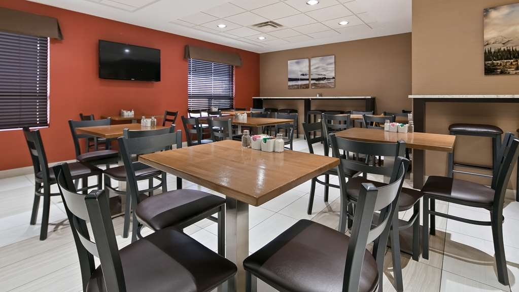 Best Western Plus Red Deer Inn & Suites - Breakfast Area
