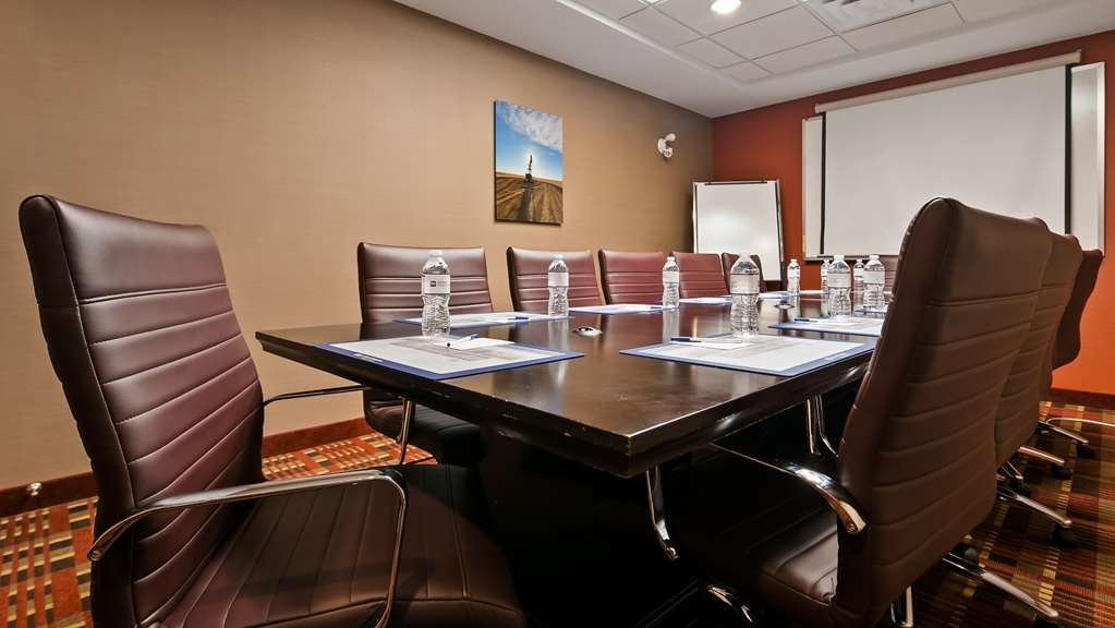 Best Western Plus Red Deer Inn & Suites - Meeting Room