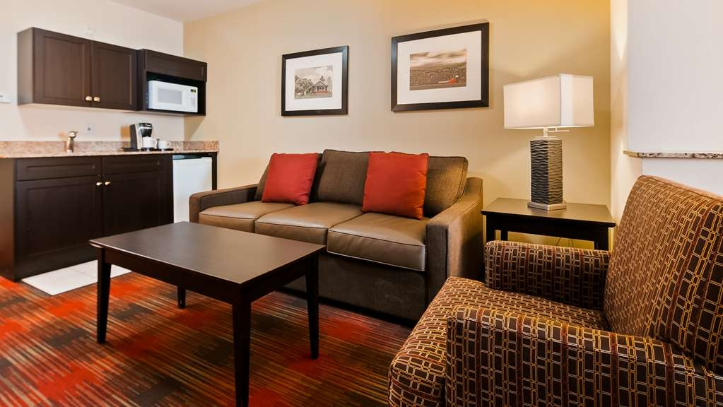 Best Western Plus Red Deer Inn & Suites - King bed with a queen sofa pull out