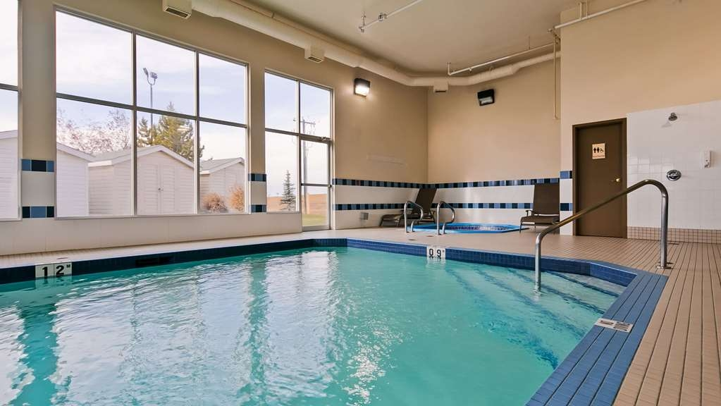 Best Western Plus Red Deer Inn & Suites - Plan an afternoon with the family at our indoor heated pool and hot tub.