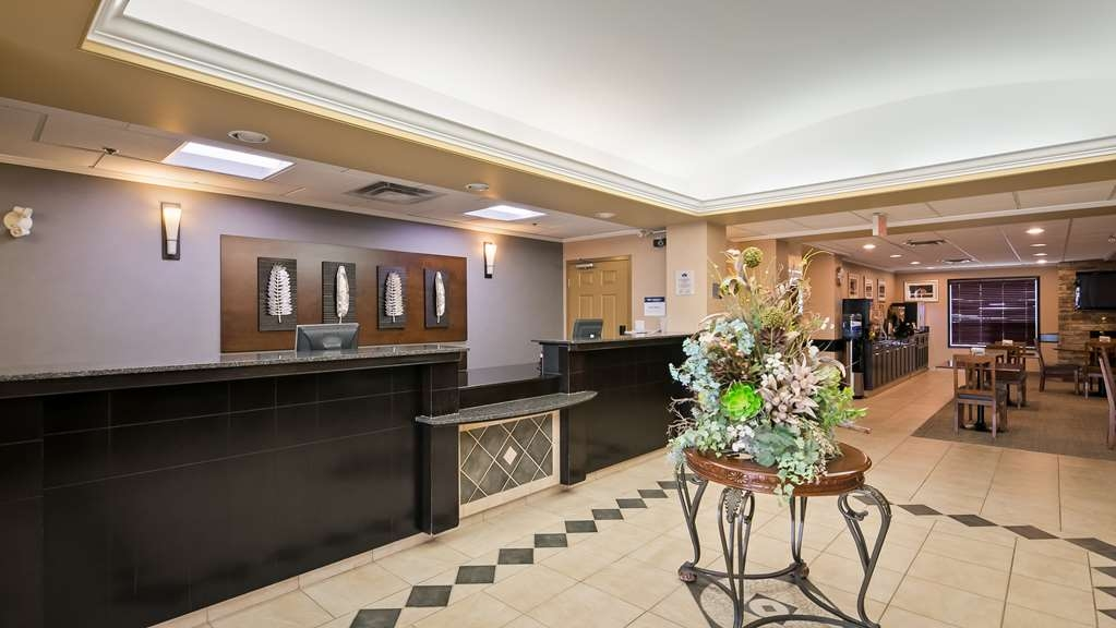 Best Western Rocky Mountain House Inn & Suites - Vista del vestíbulo