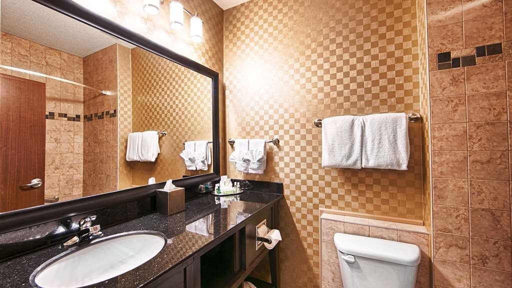 Best Western Sunrise Inn & Suites - Baño