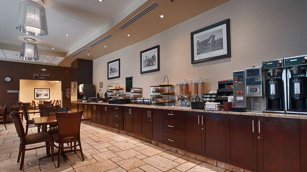 Best Western Sunrise Inn & Suites - Le petit déjeuner buffet
