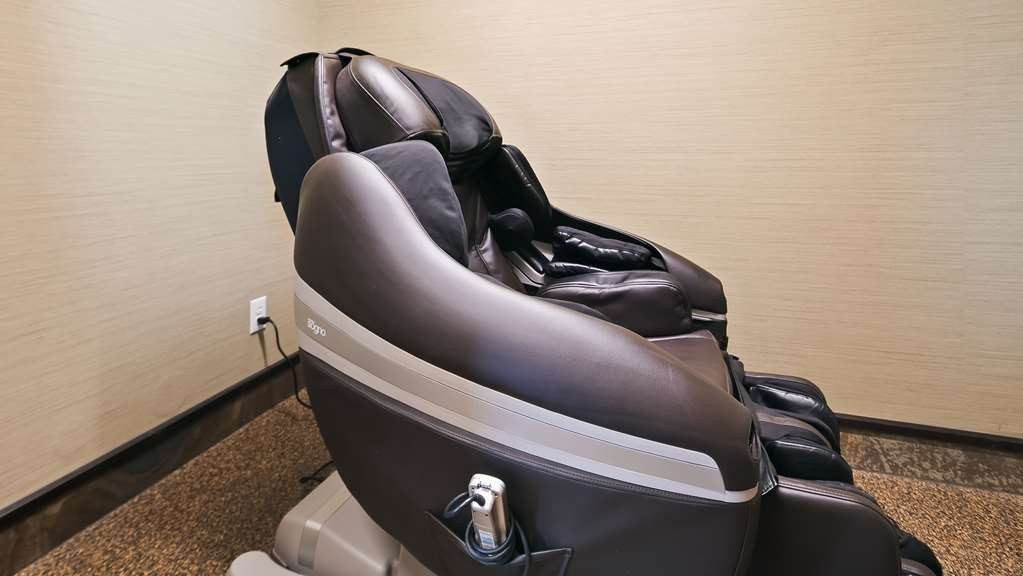 Best Western Bonnyville Inn & Suites - After an intense workout or a long day at work, enjoy a free massage in our Bodo Inada Dreamwave Massage Chair in our 24 hour fitness centre.