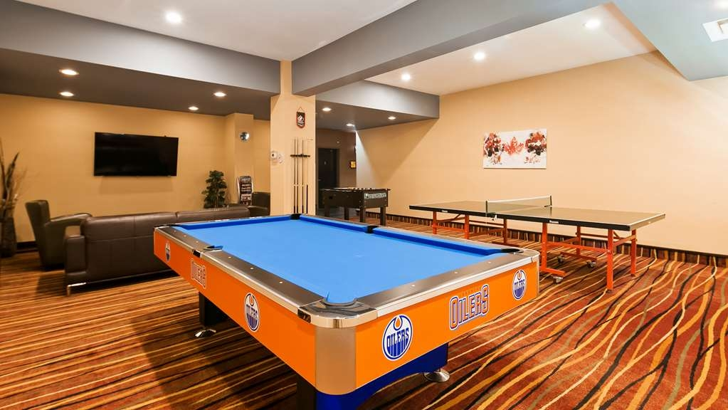 Best Western Bonnyville Inn & Suites - Get out of your room and challenge your friends to a game of pool in our Entertainment Lounge then catch the game on the TV.