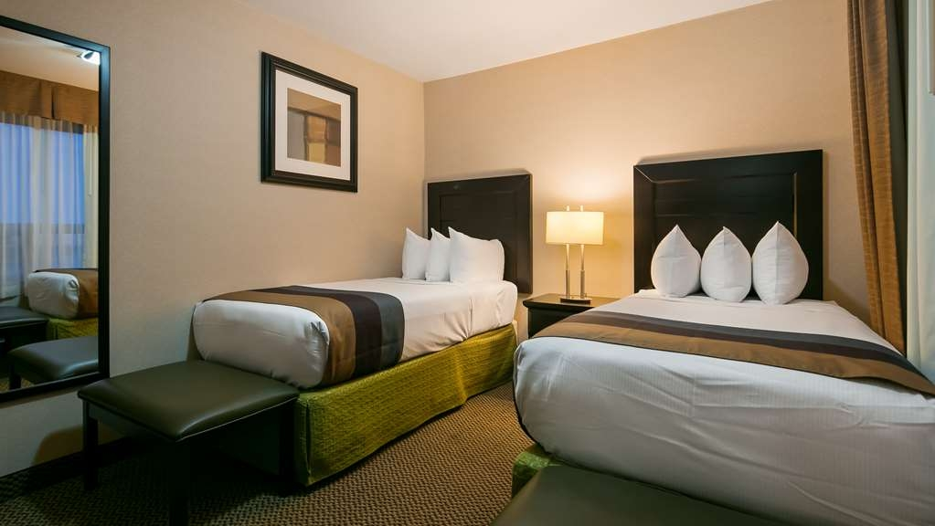 Best Western Bonnyville Inn & Suites - If you're traveling with your family or group of friends, opt for our Family Suite with a separate room with two twin beds off the main room with one king bed.