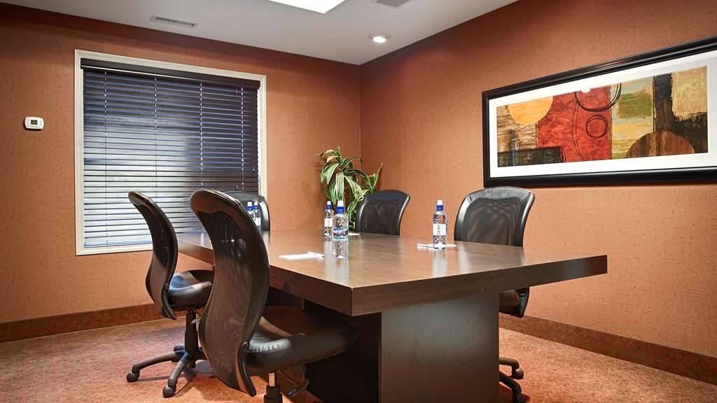 Best Western Wainwright Inn & Suites - Need to schedule a meeting for business? We have space available for you and your clients.