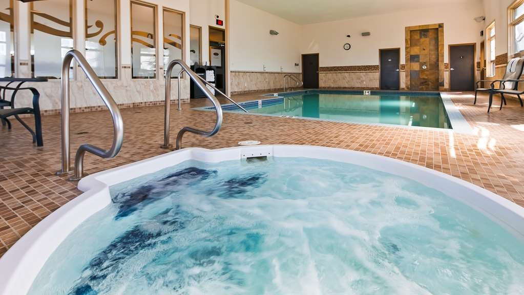 Best Western Wainwright Inn & Suites - Melt away all the stress from the day in our hot tub.