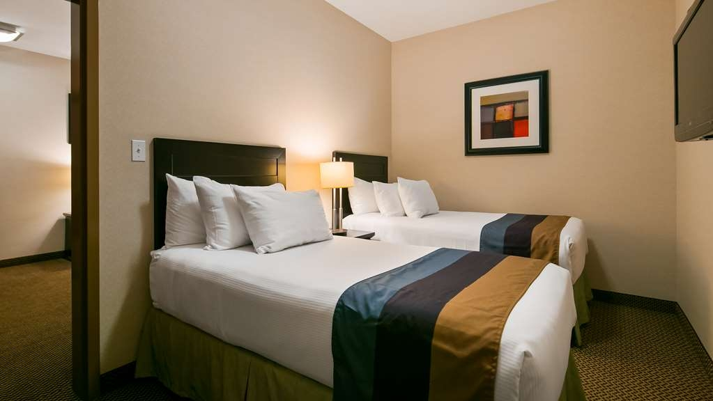 Best Western Wainwright Inn & Suites - If you're traveling with your family or group of friends, opt for our Family Suite with king bed and separate room with two twin beds.