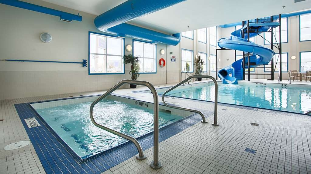 Best Western Plus South Edmonton Inn & Suites - Warm up in our hot tub no matter the weather!