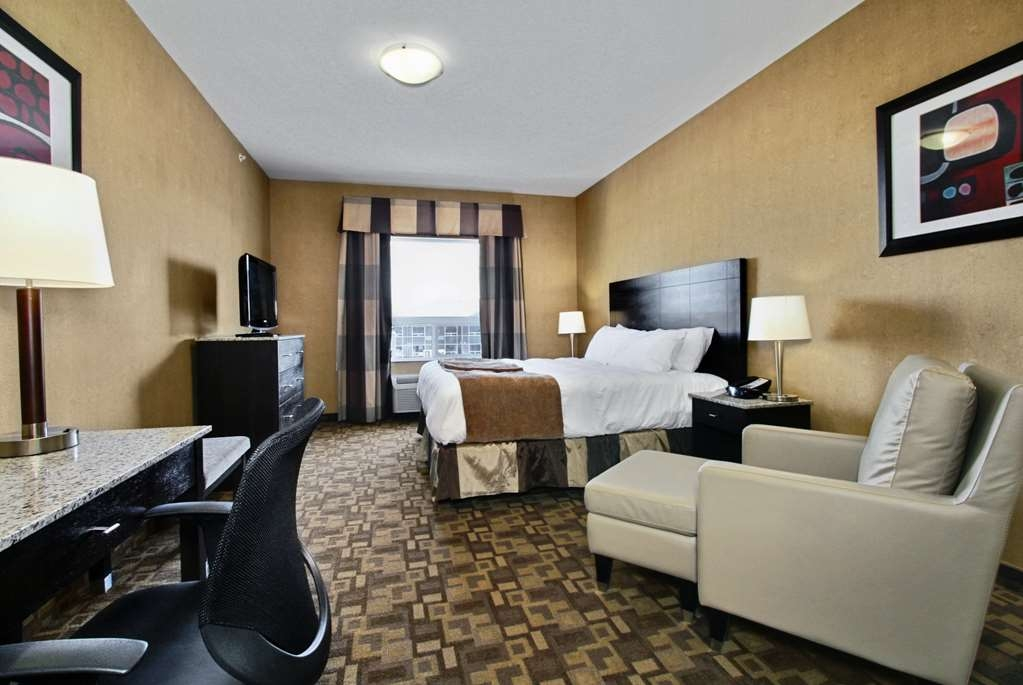 Best Western Plus South Edmonton Inn & Suites - King Suite with Fireplace and Sofa Bed