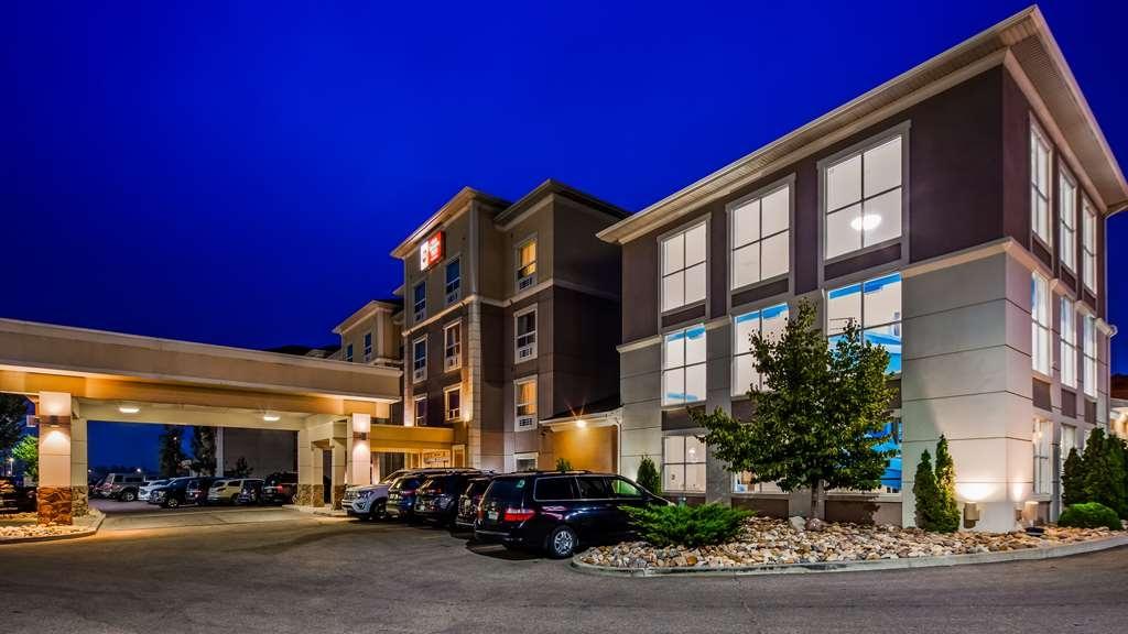 Best Western Plus South Edmonton Inn & Suites - Hotel Exterior