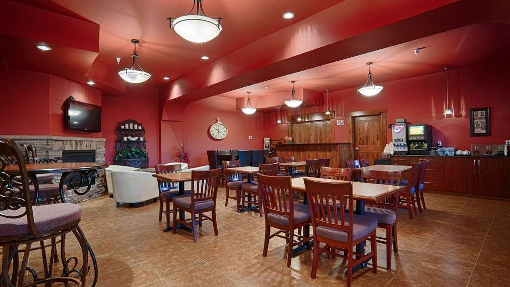 Best Western Rimstone Ridge Hotel - Choose from a wide selection of seating to enjoy your morning afternoon or evening meal.