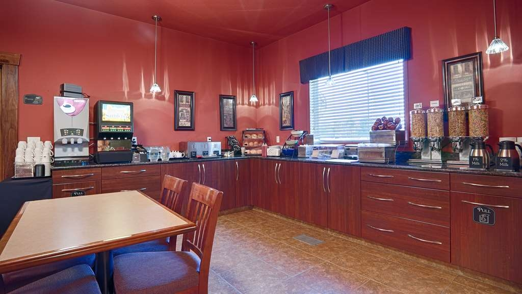 Best Western Rimstone Ridge Hotel - Kick-start your morning with a complimentary full breakfast at the Best Western Rimstone Ridge Hotel.